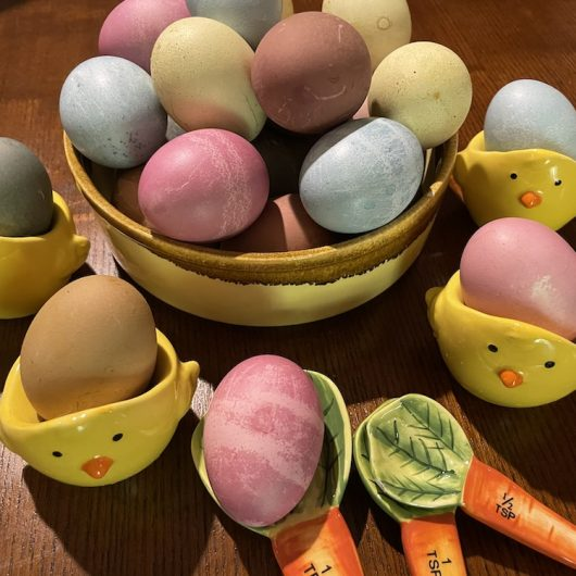 How-To Naturally Dye Easter Eggs